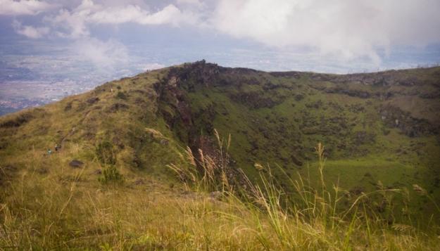 Dinding kawah Gunung Guntur