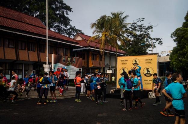Para pelari menjelang start