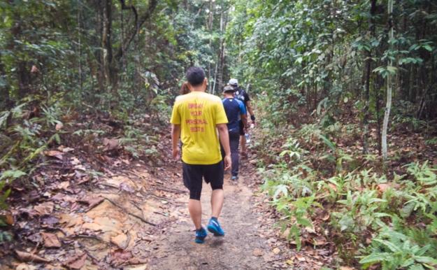 Trekking menyusuri Hutan Simpan Ayer Hitam