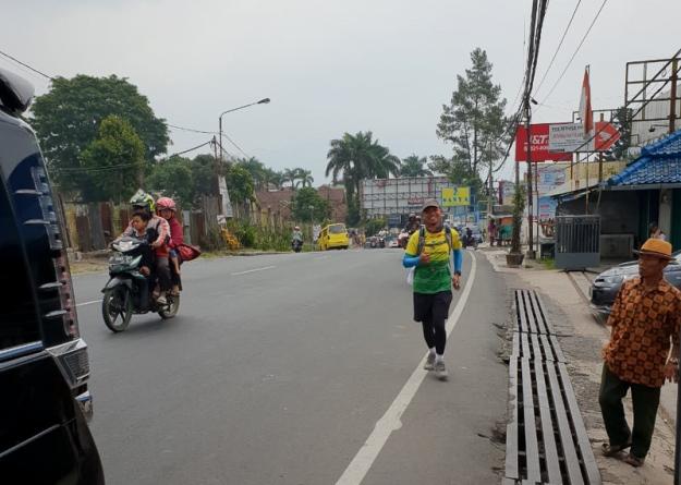 Berlari di daerah Cipanas (photo by mas Dodong IF'91)