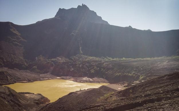 Kawah Gunung Kelud di garish finish