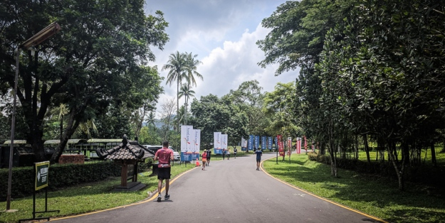 Berlari di dalam kompleks Candi Borobudur