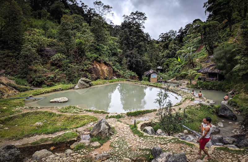 Salah satu kolam air belerang di kawasan wisata Kawah Cibuni