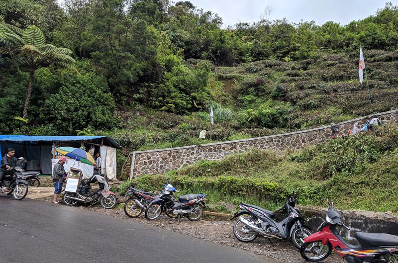 Jalan naik menuju Situs Kawah Cibuni