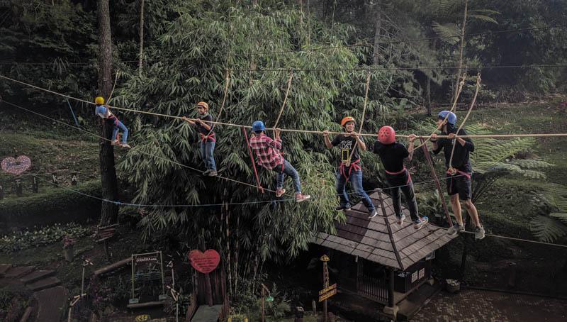 Meniti tali di Jembatan Goyang