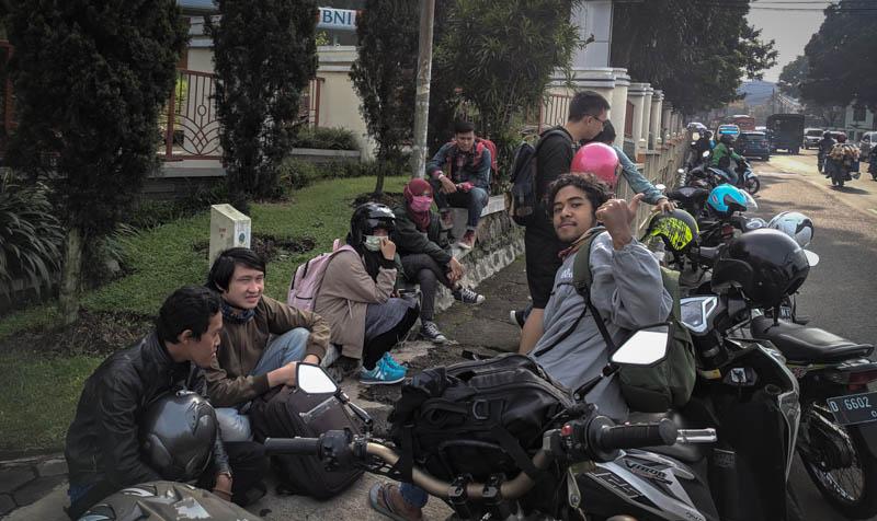 Kumpul di depan UPI
