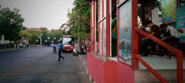 Halte BRT Stasiun Tawang