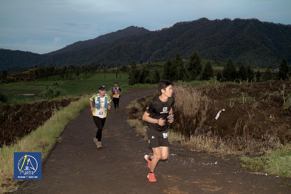 Berlari di antara ladang-ladang warga (photo by official)
