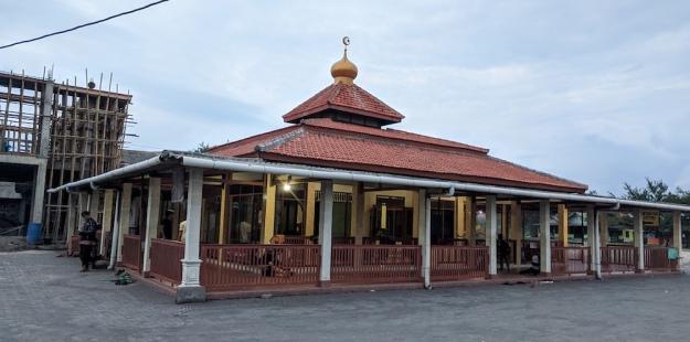Masjid Nurul Bihaar di Pantai Depok