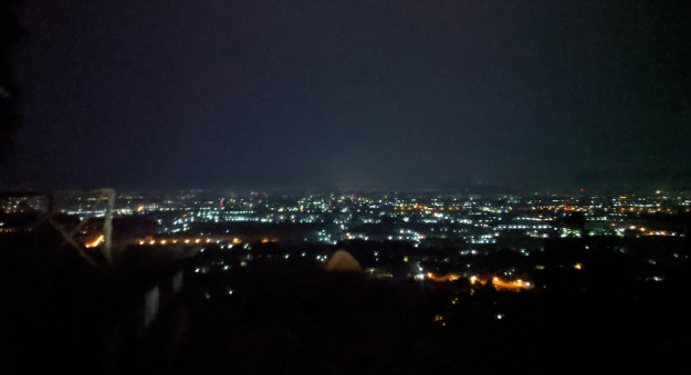 Pemandangan gemerlap lampu kota yang terlihat di perjalanan menuju WS 3