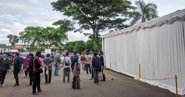 Peserta Rapid Test Antigen di Stasiun Kiaracondong